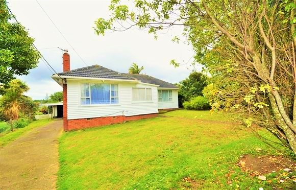 3 bedroom 1 bathroom in Te Atatu South