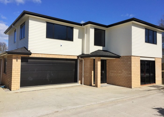5 bedroom 3 bathroom brand new house in Mangere